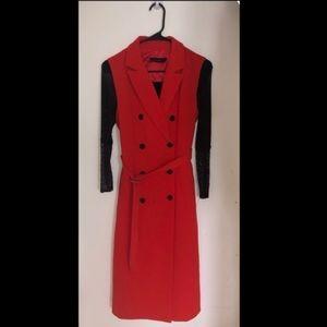 Sleeveless blazer coat with black top